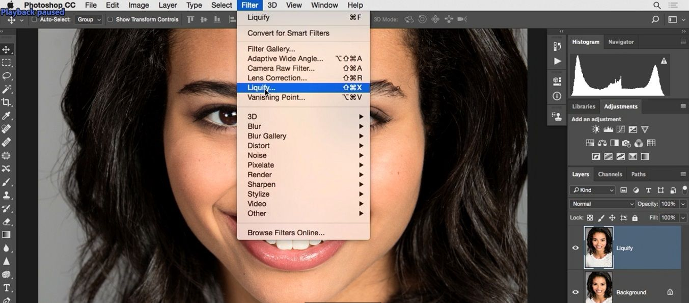 انتخاب گزینه liquify از تب filter در فتوشاپ در آموزش روتوش پرتره