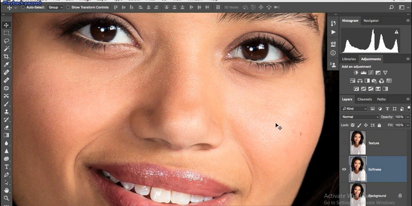 دیدن منافذ و جوش های چربی پوست با زوم روی محدوده بسته تصویر در فتوشاپ از آموزش روتوش پرتره